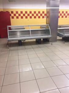 Магазин Амстор, пустые прилавки