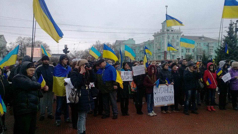Митинг за мир и единство Украины в Луганске