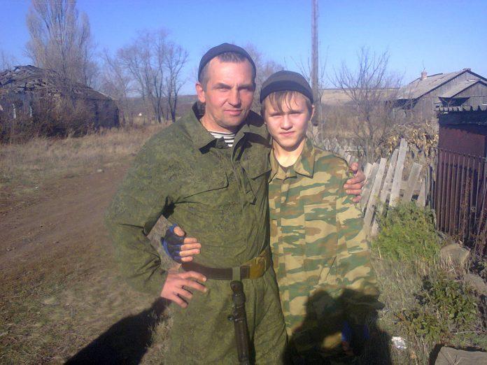 Уничтоженный боевик Иващенко Алексей на фото с отцом