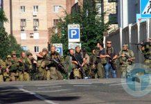 На фото - сопровождение Бородая в Донецке