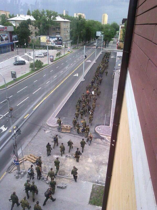 Фото входа колонны Гиркина в Донецк