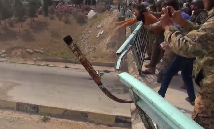 В Сирии забросали камнями россиян