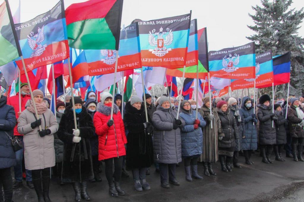 Парад коллаборантов в Дебальцево 1